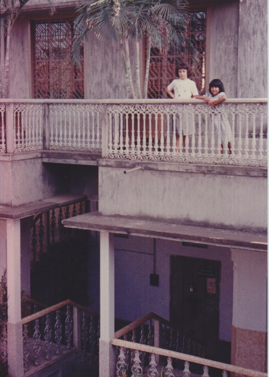 Old dhaka history and living conditions jessica mudditt for Origin of balcony