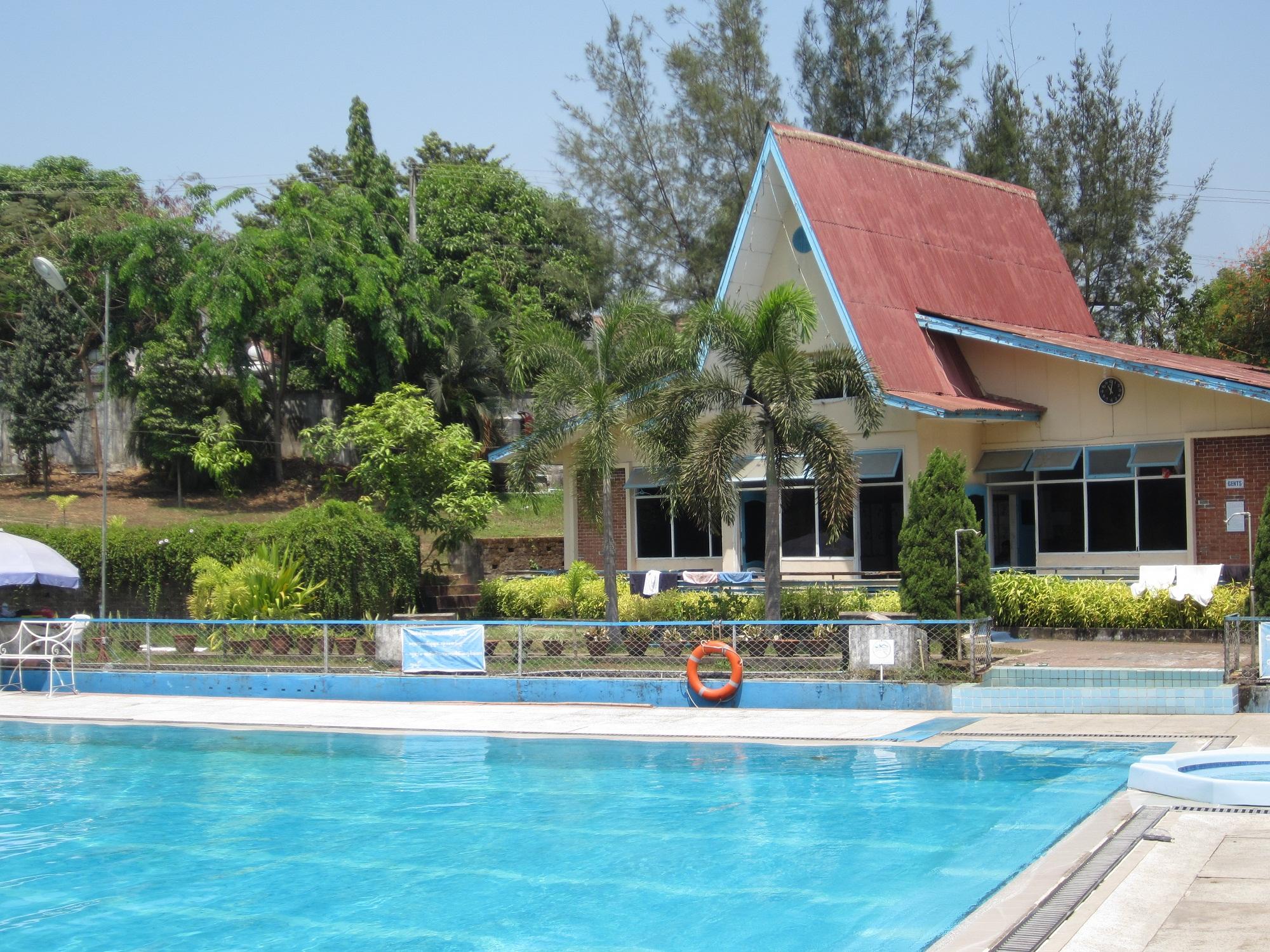 Swimming Pool Pros And Cons Gunite Versus Fiberglass