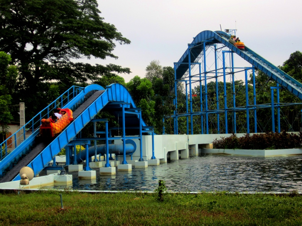 Enjoy family fun at Happy World Amusement Park in Yangon