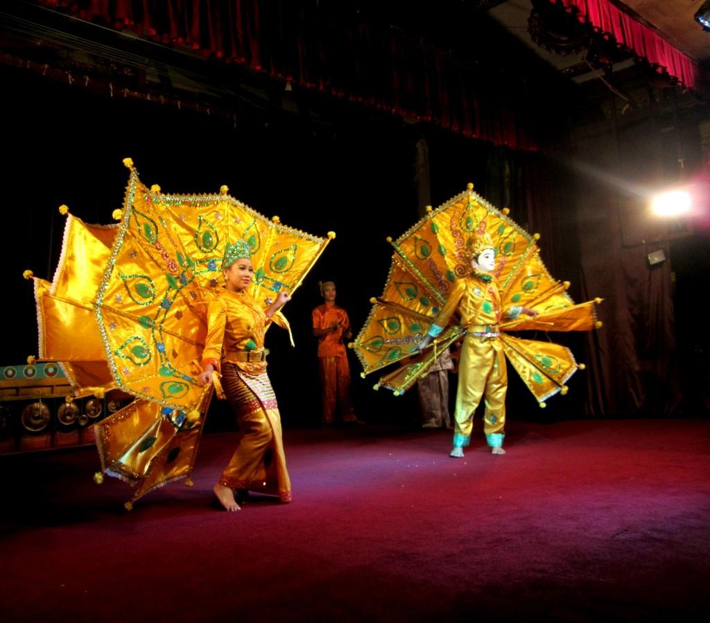 Enjoy a lavish cultural show at Karaweik Palace