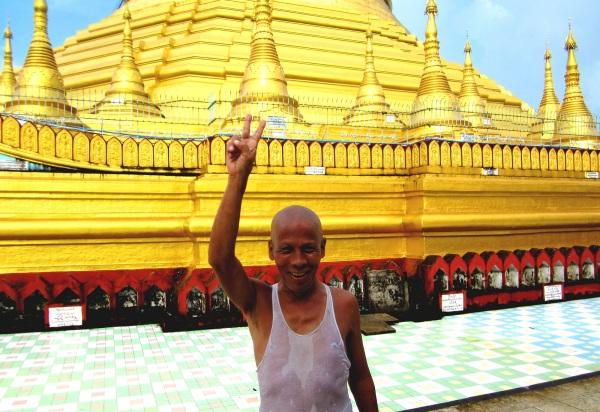 A friendly local at Shwemawdaw Paya