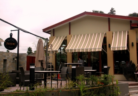 Parami Pizza's outdoor dining area