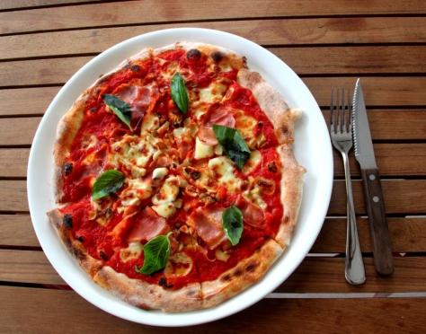 Parami Pizza's prosciutto e funghi