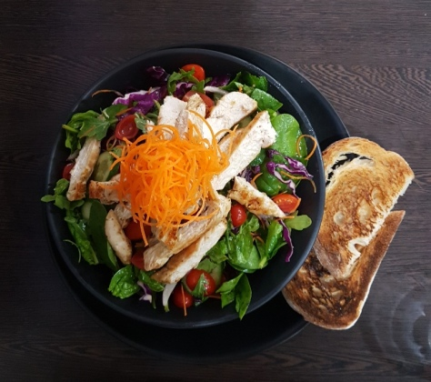The Kitchen Salad with added grilled chicken